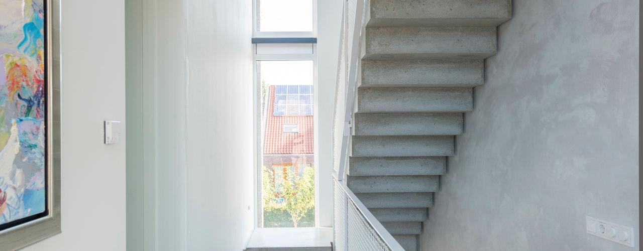 Architect2GO Minimalist corridor, hallway & stairs