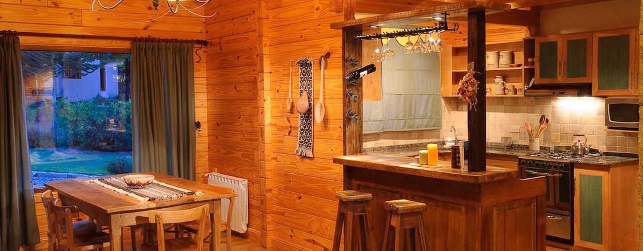 Patagonia Log Homes - Arquitectos - Neuquén ห้องทานข้าว ไม้ Brown