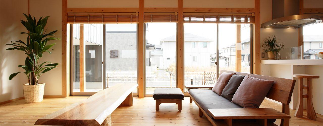三宅和彦/ミヤケ設計事務所 Asiatische Wohnzimmer