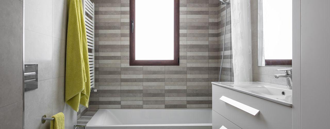 LLIBERÓS SALVADOR Arquitectos 地中海スタイルの お風呂・バスルーム