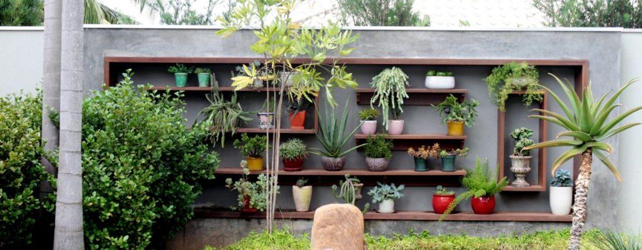 RABAIOLI I FREITAS Jardines de estilo tropical Madera Verde