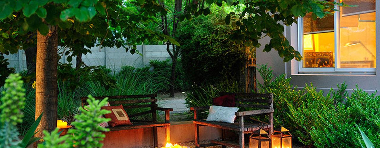 JUNOR ARQUITECTOS Modern style gardens