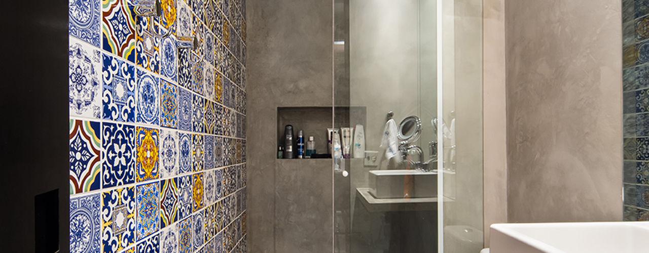 Casa100 Arquitetura 現代浴室設計點子、靈感&圖片