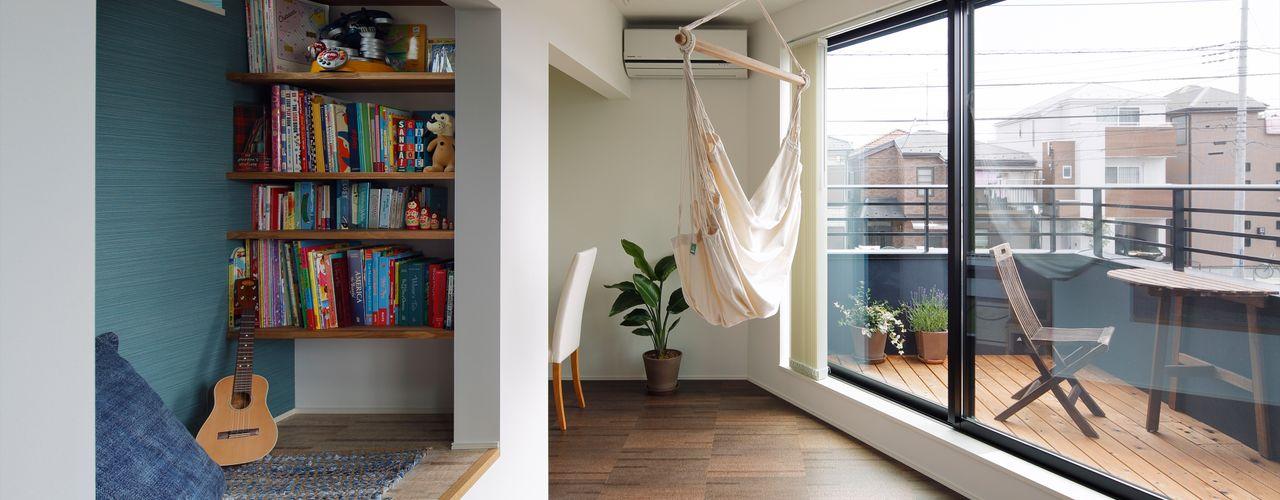 向山建築設計事務所 现代客厅設計點子、靈感 & 圖片
