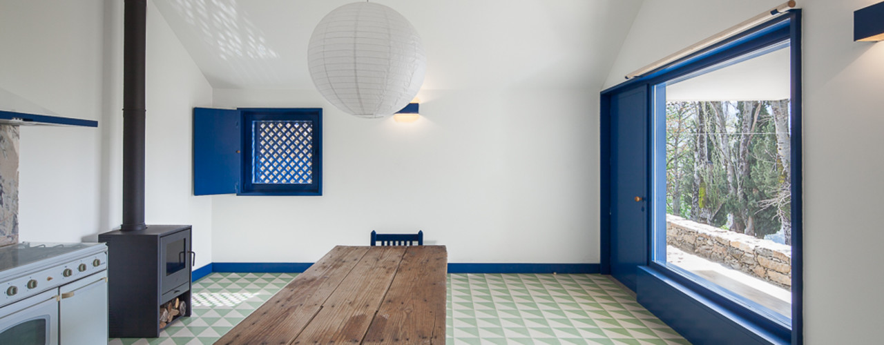 Caseiros House SAMF Arquitectos Country style corridor, hallway& stairs Blue