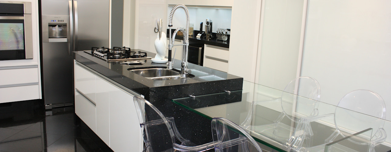 Leticia Prodocimo - LPA ARQUITETURA CocinasMesas y sillas Vidrio Transparente