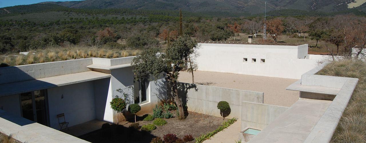 Cubierta plana ajardinada Alen y Calche S.L. Balcones y terrazas de estilo mediterráneo