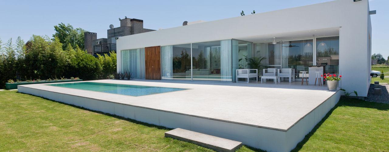Casa C Puerto Roldan VISMARACORSI ARQUITECTOS Casas modernas: Ideas, imágenes y decoración