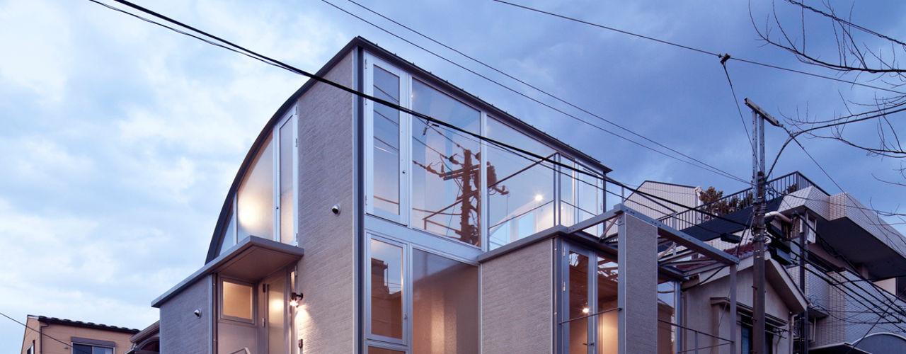 線と面の家:世田谷の狭小二世帯住宅 AIRアーキテクツ建築設計事務所 モダンな 家