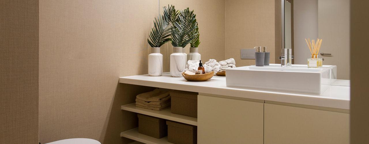 Traço Magenta - Design de Interiores Baños de estilo moderno