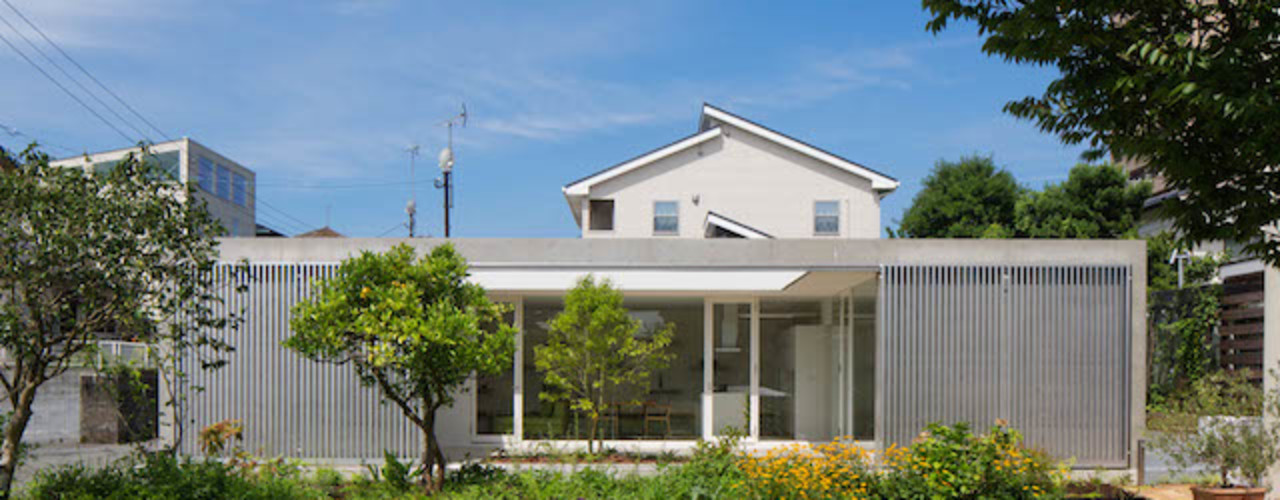 MANI建築デザイン事務所 Casas de estilo minimalista