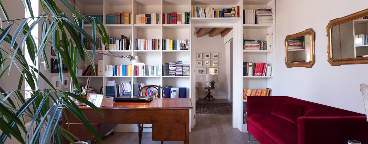 Lawyer's house cristina mecatti interior design Studio moderno