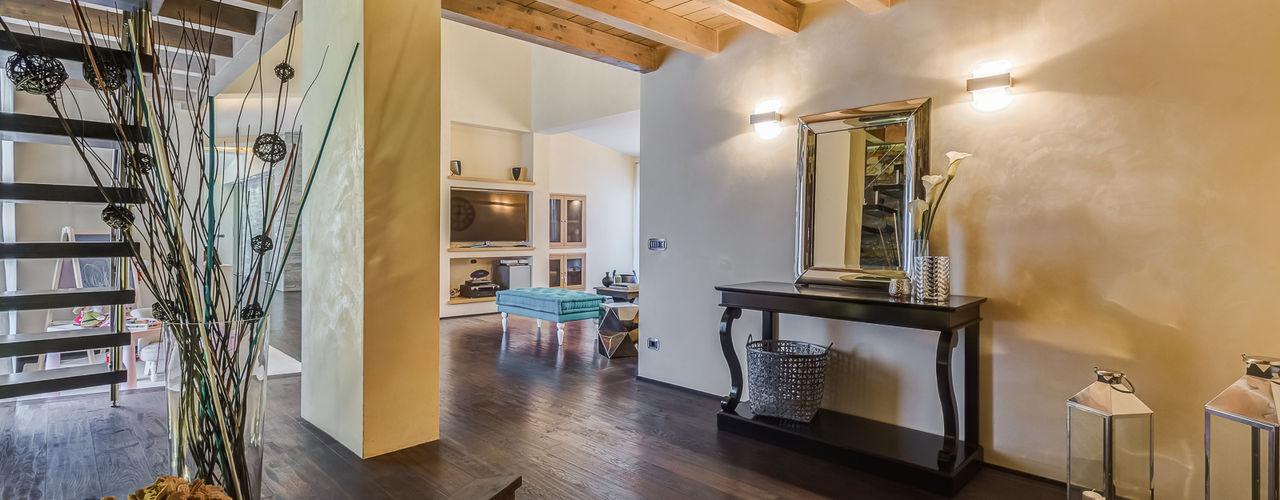 Erina Home Staging Corredores, halls e escadas clássicos