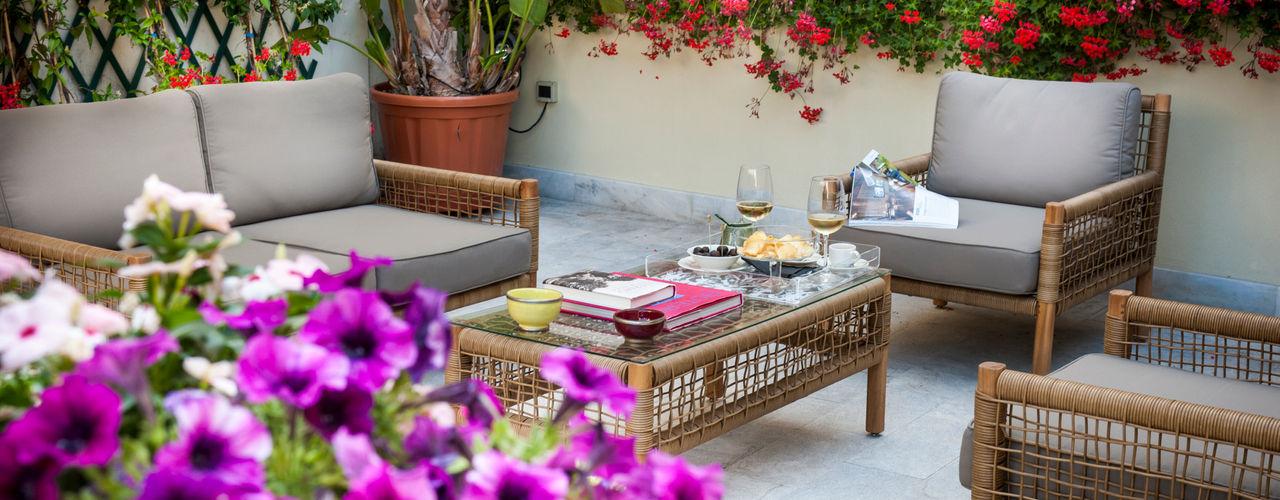 EXCELSIOR HOME INTERIORS Balcon, Veranda & TerrasseAccessoires & décorations Rouge