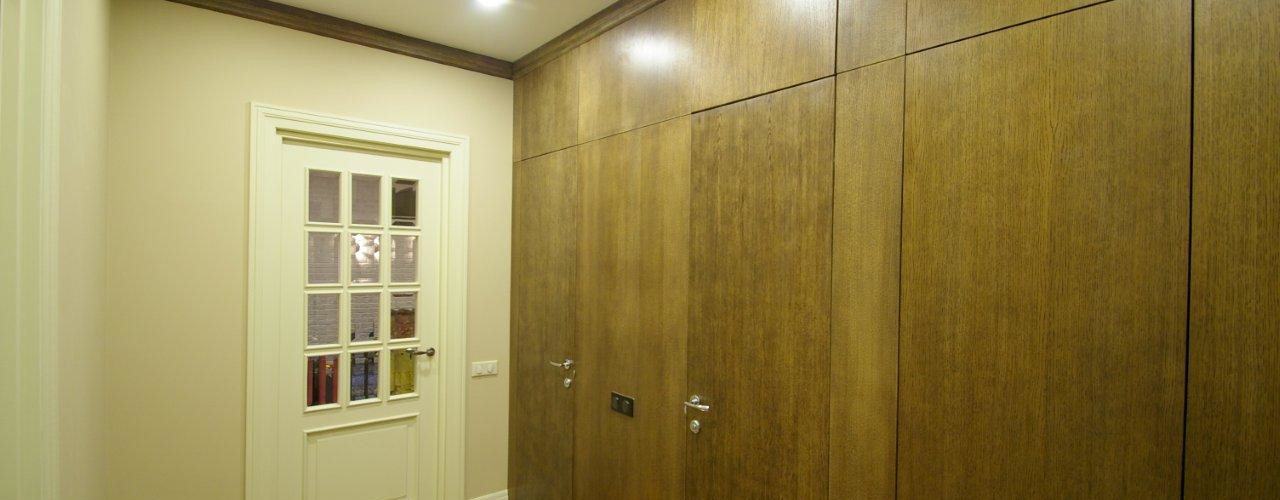 Fusion style flat Alexander Krivov Modern Corridor, Hallway and Staircase Wood