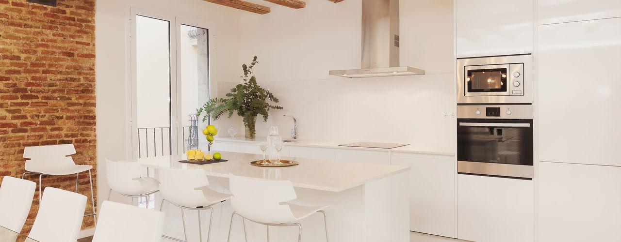 Kitchen Markham Stagers Cucina moderna Bianco