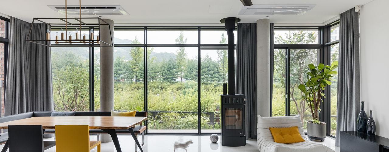aandd architecture and design lab. 现代客厅設計點子、靈感 & 圖片