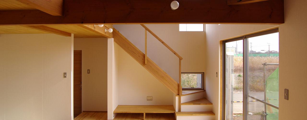 簡素居 ~つくばみらい市~ 環境創作室杉 ミニマルデザインの リビング 無垢材