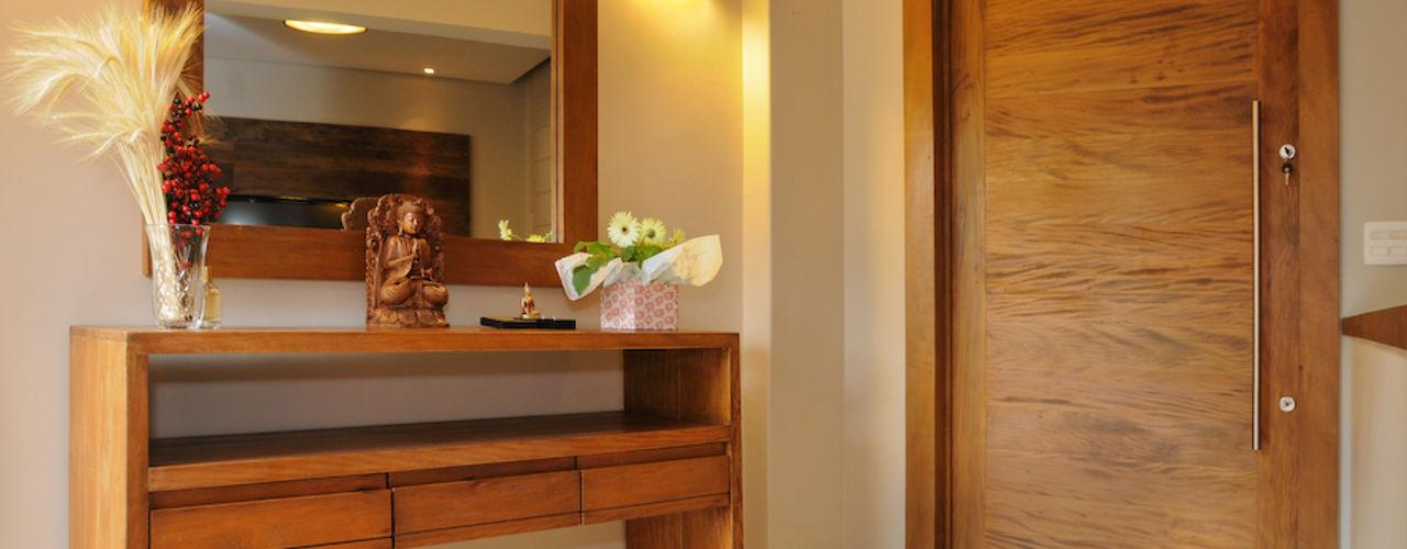 Martins Valente Arquitetura e Interiores Pasillos, vestíbulos y escaleras de estilo moderno