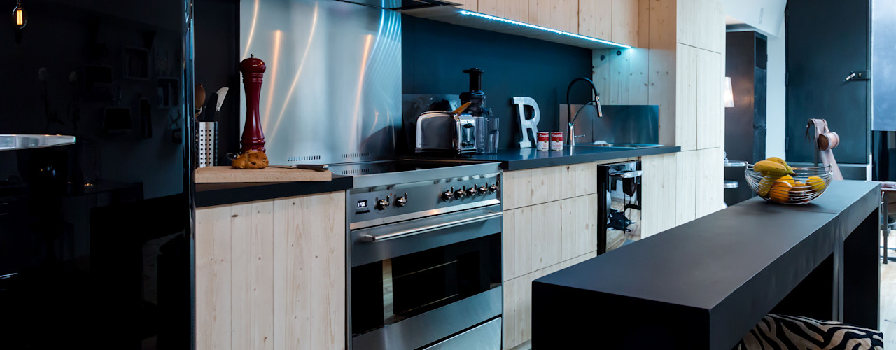 Elisabeth Manguin Architecte Cocinas de estilo moderno Madera maciza Metálico/Plateado