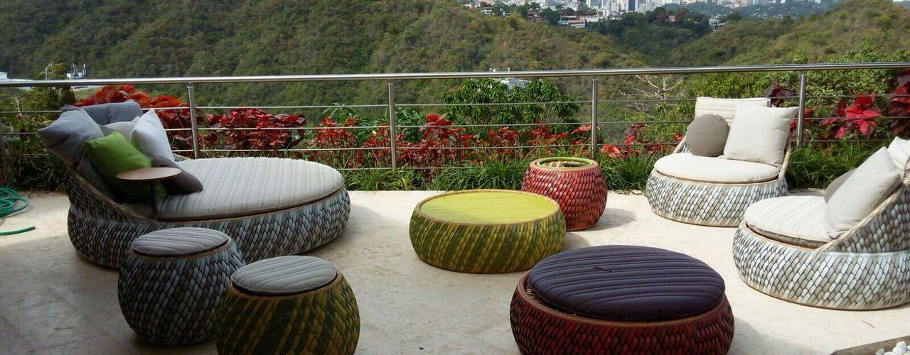 Proyecto San Román THE muebles Balcones y terrazas de estilo moderno