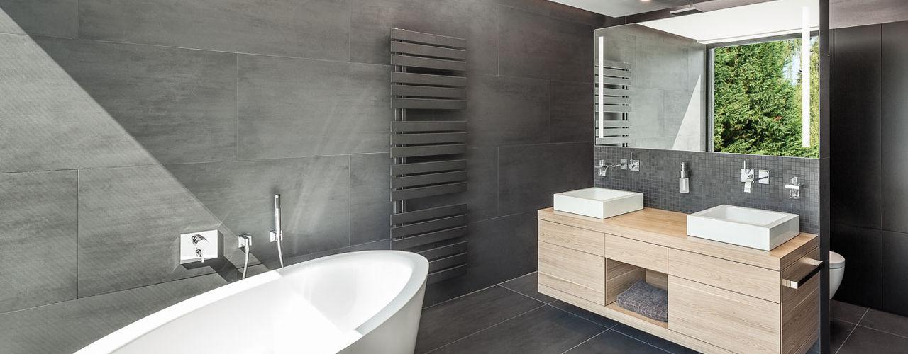 Haus H ZHAC / Zweering Helmus Architektur+Consulting Moderne Badezimmer Fliesen Schwarz