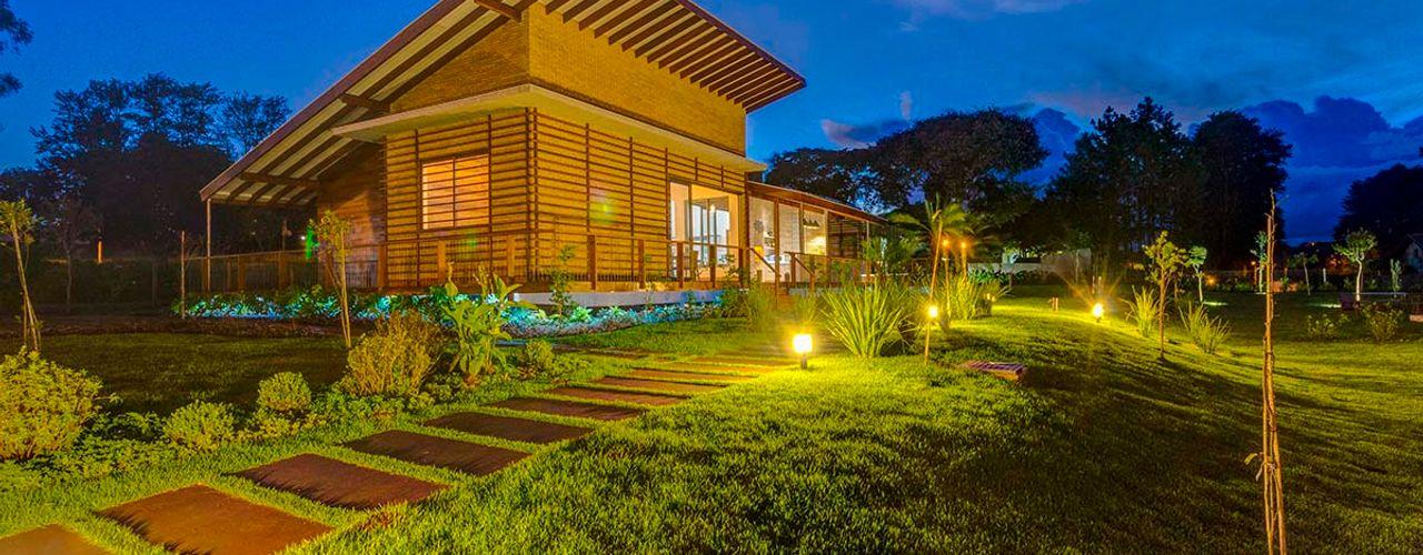 Zani.arquitetura Casas de estilo rústico