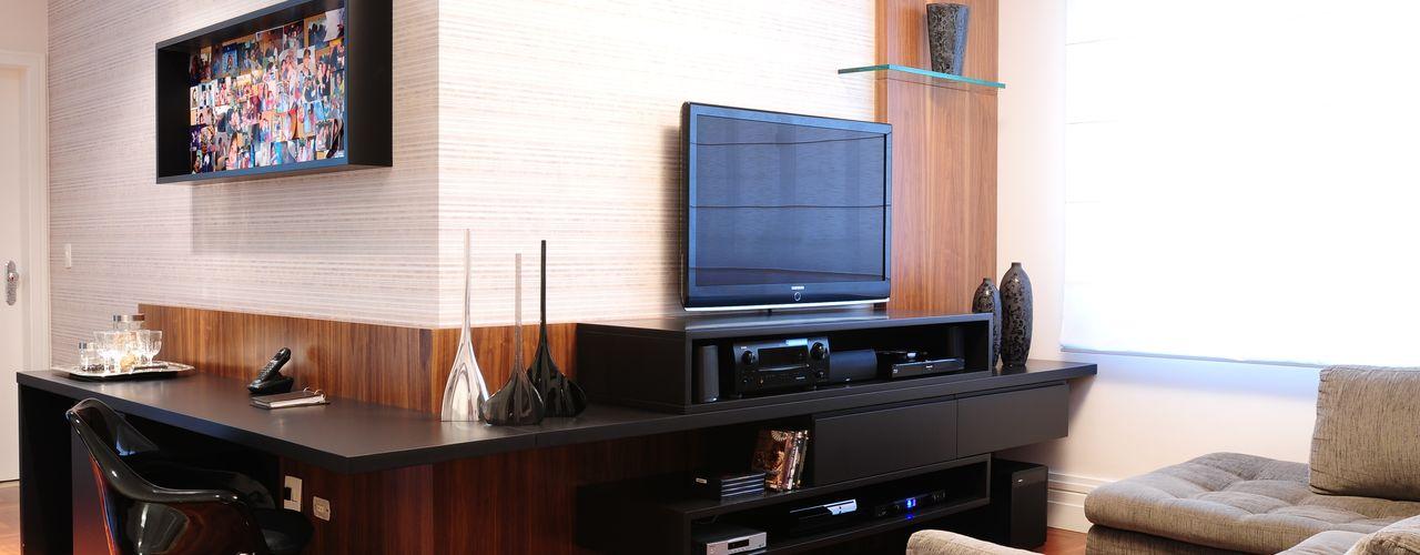studio VIVADESIGN POR FLAVIA PORTELA ARQUITETURA + INTERIORES Salas multimedia de estilo moderno