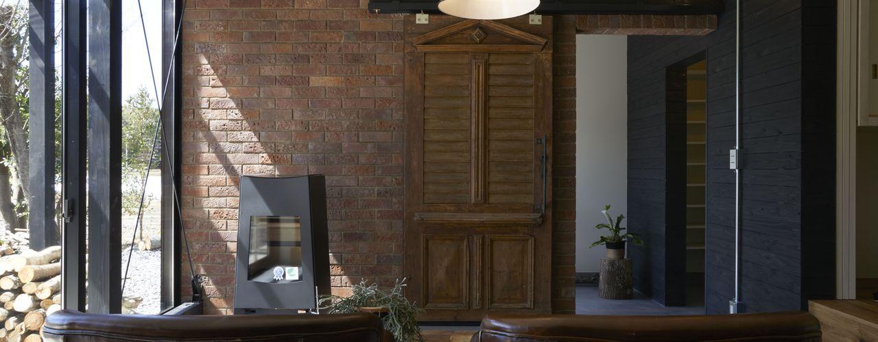 House in Handa Mimasis Design/ミメイシス デザイン インダストリアルデザインの リビング ブラウン