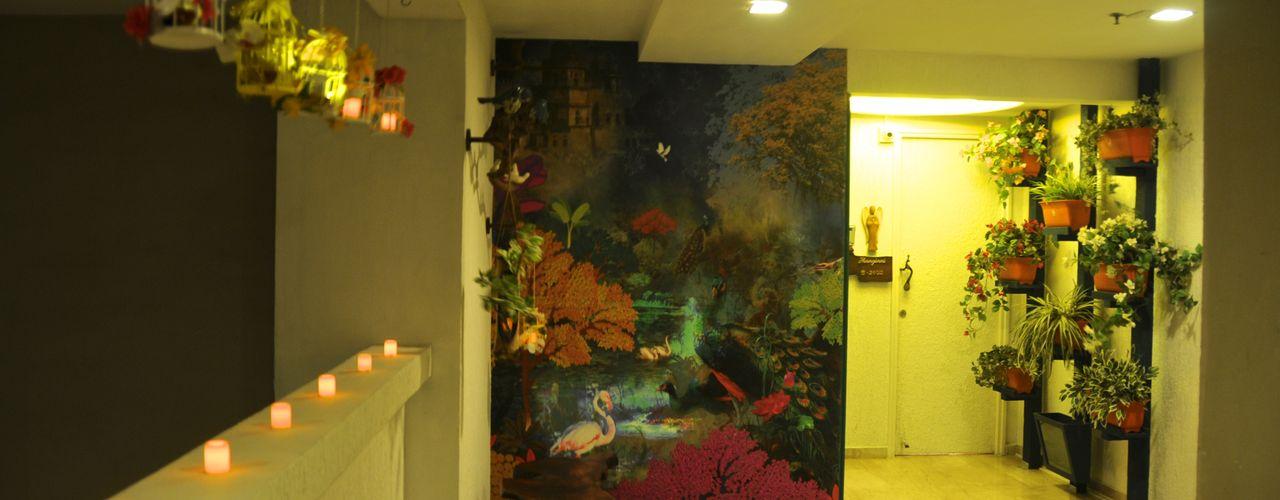 Residence in Goregaon Design Kkarma (India) Eclectic style corridor, hallway & stairs