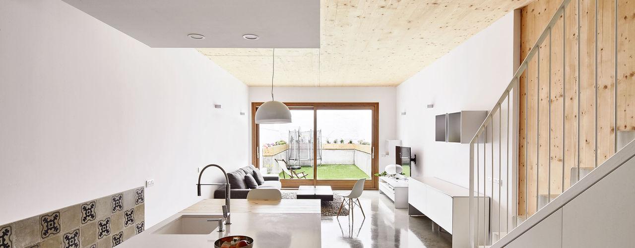 59RUT New house between dividing walls in the centre of Terrassa Vallribera Arquitectes 客廳