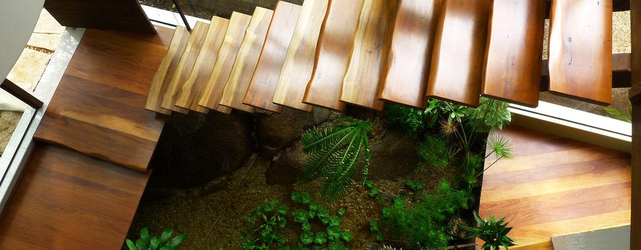 Baixo Impacto Arquitetura Ltda. 鄉村風格的走廊,走廊和樓梯