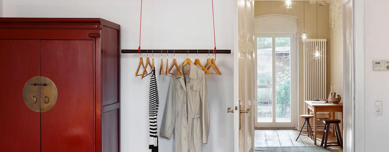 Birgit Glatzel Architektin Industrial style dressing room Wood Red