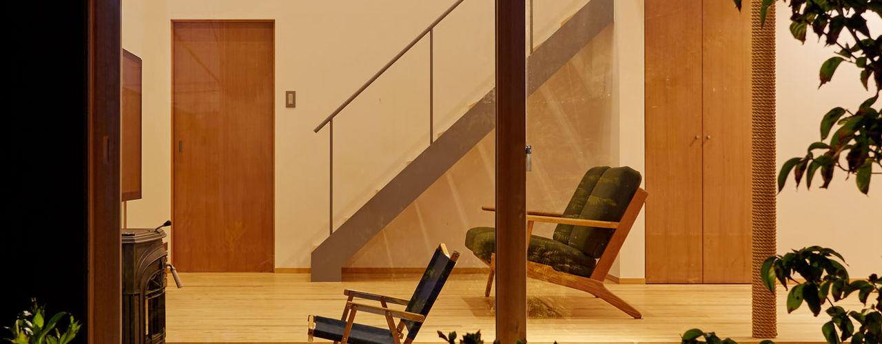 toki Architect design office Modern living room Wood Wood effect