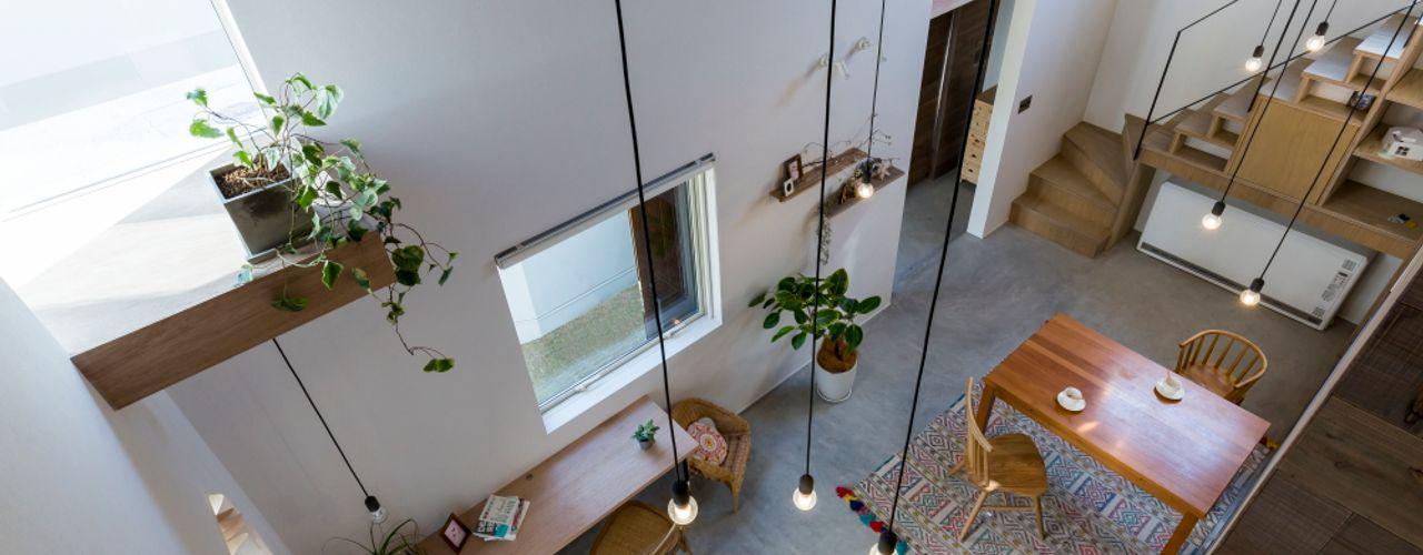 ALTS DESIGN OFFICE Ruang Makan Gaya Rustic Batu Wood effect