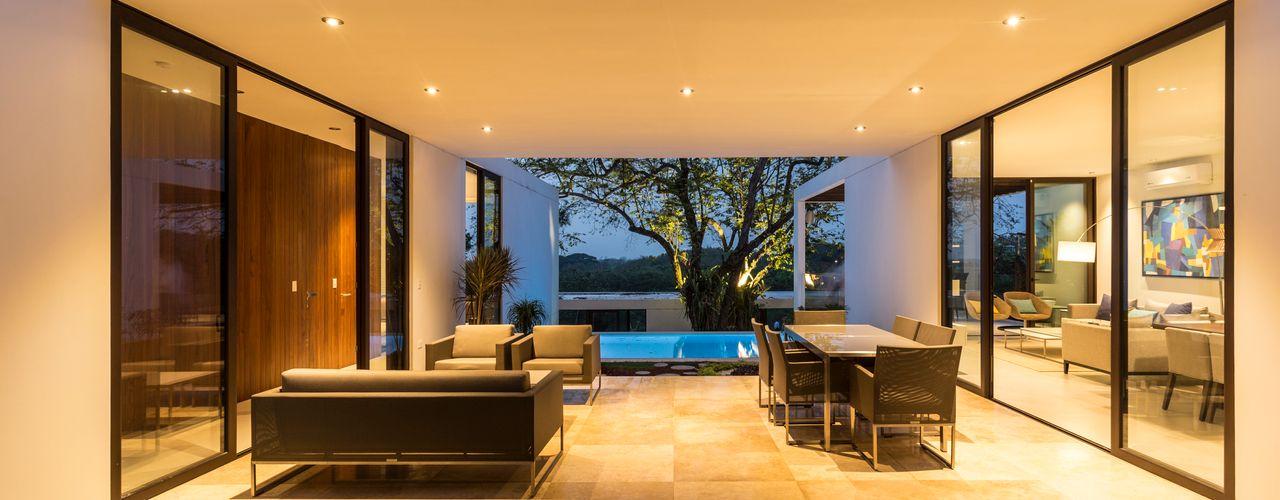 Yucatan Green Design Balcones y terrazas de estilo minimalista