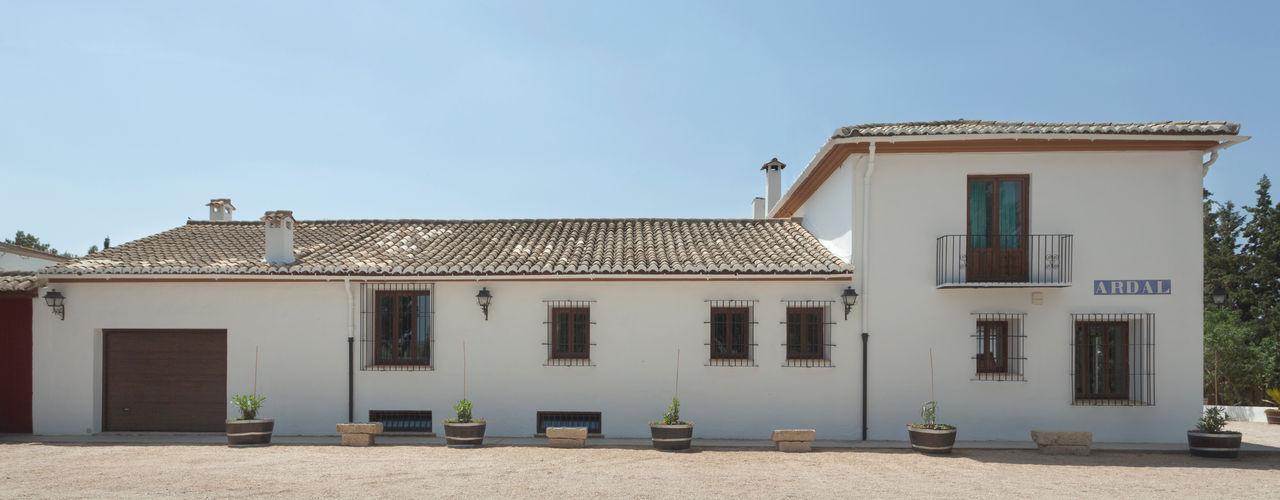 Casa entre viñedos Raul Garcia Studio Casas de estilo rústico