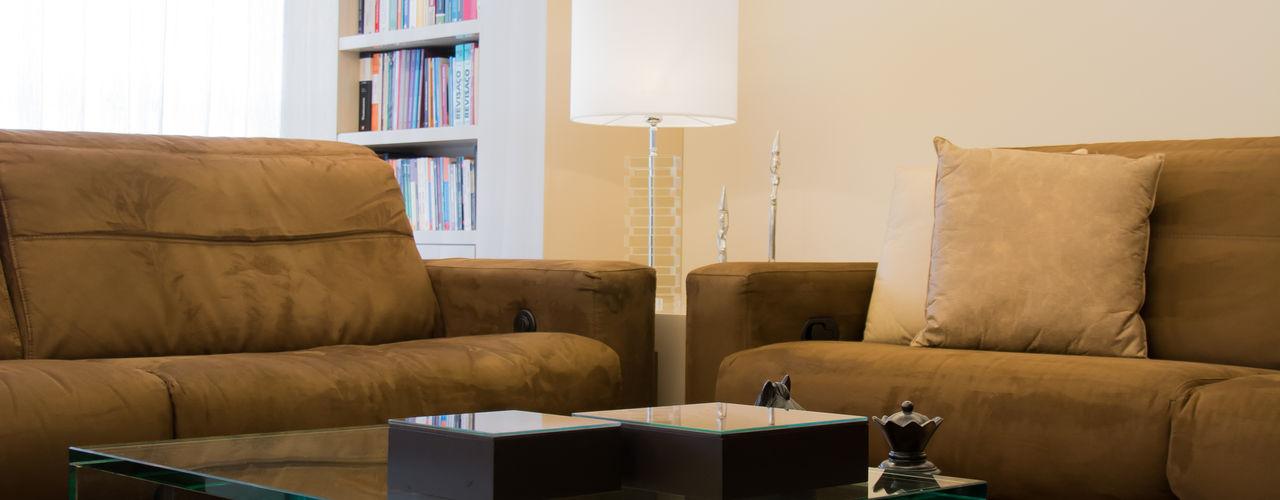 AMBIENTE DE ESTAR E JANTAR arquiteta aclaene de mello Salas de estar modernas Vidro Efeito de madeira