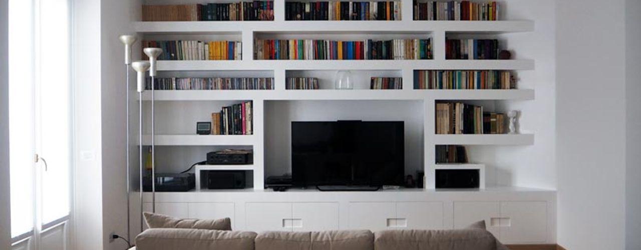 WHITE, BRIGHT AND MINIMAL. APPARTAMENTO ZONA WASHINGTON Luigi Brenna Architetto Soggiorno moderno