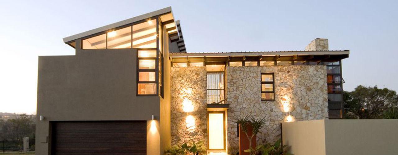 AT WATER'S EDGE Spiro Couyadis Architects Modern houses