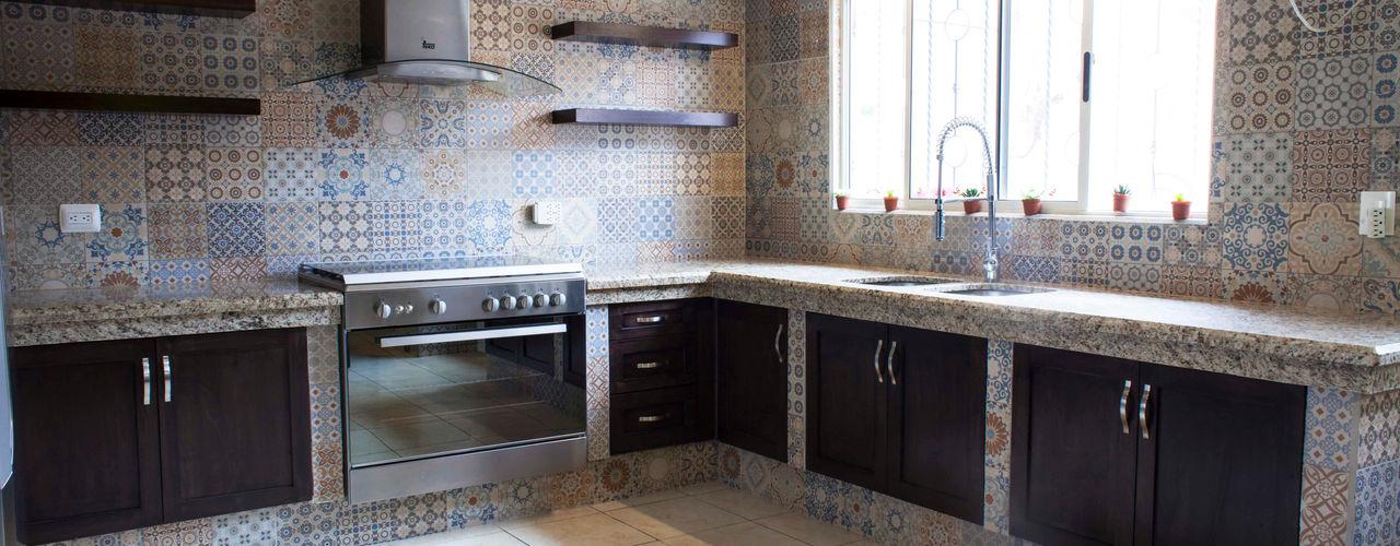 H-abitat Diseño & Interiores 에클레틱 주방 타일 멀티 컬러