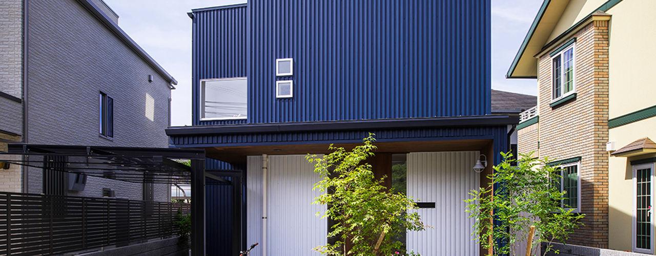 祐建築設計事務所 Modern houses Metal Blue