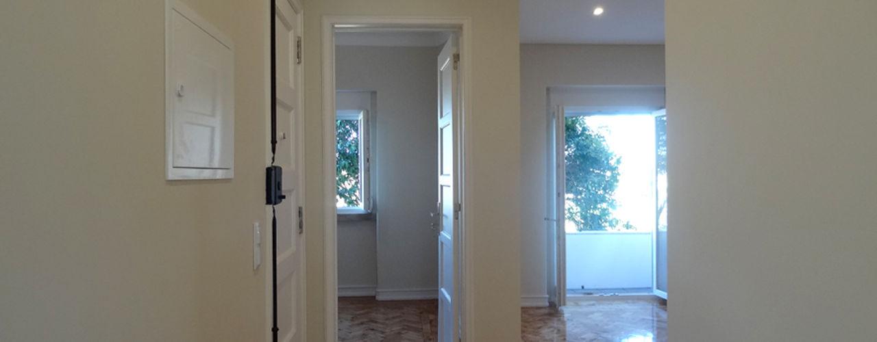 Happy Ideas At Home - Arquitetura e Remodelação de Interiores Nowoczesny korytarz, przedpokój i schody