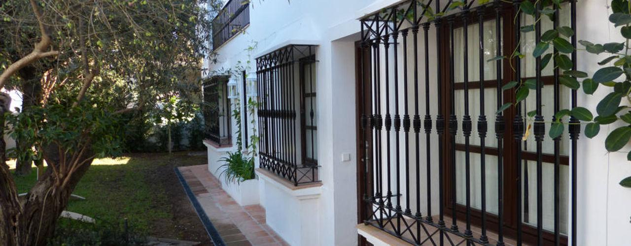 homify Puertas y ventanas de estilo rústico