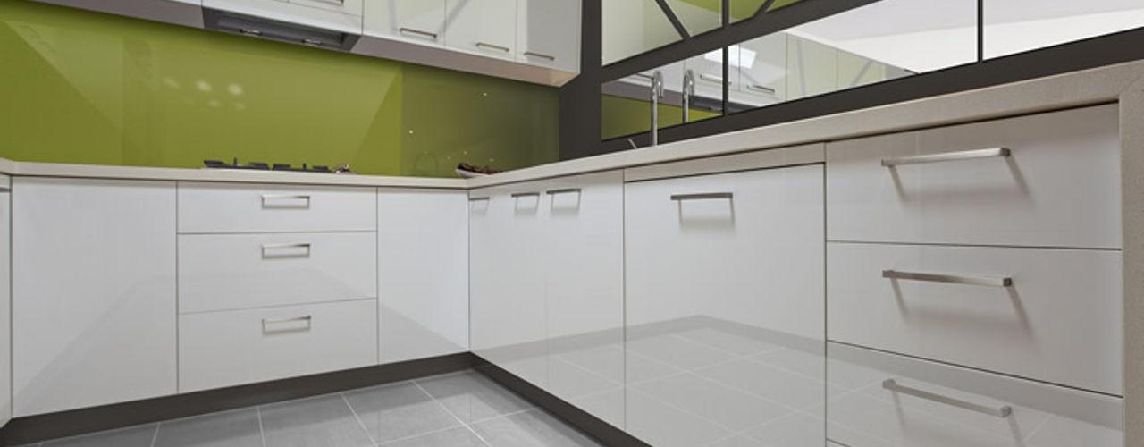 Zenolite, paneles de alto brillo y apariencia similar a la del vidrio FORMICA Venezuela Cocinas de estilo moderno Verde