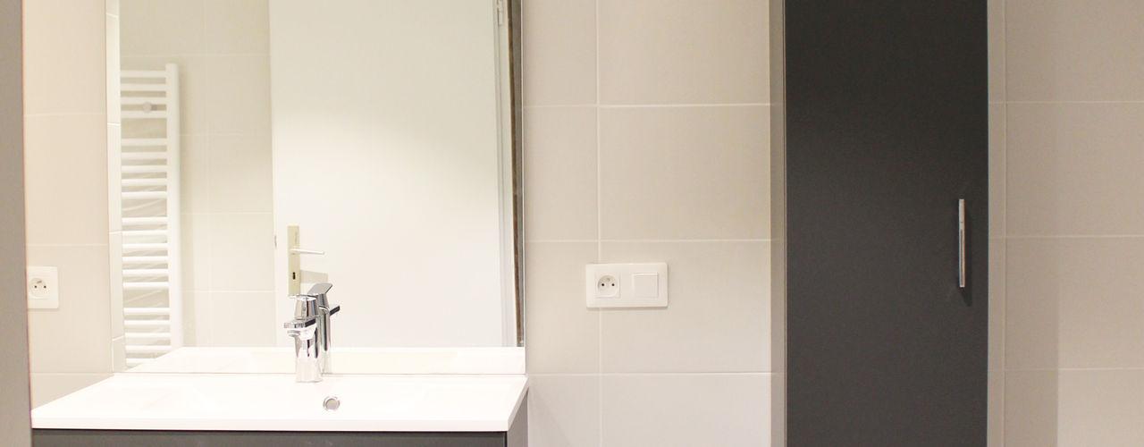 SALLE DE BAIN A STRASBOURG Agence ADI-HOME Salle de bain moderne Bois composite Gris