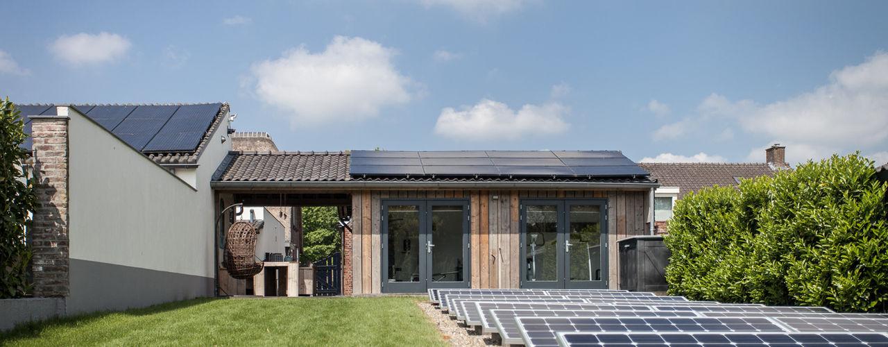 Ontwerp wellnessruimte en aangrenzende tuin Bob Romijnders Architectuur + Interieur Moderne tuinen