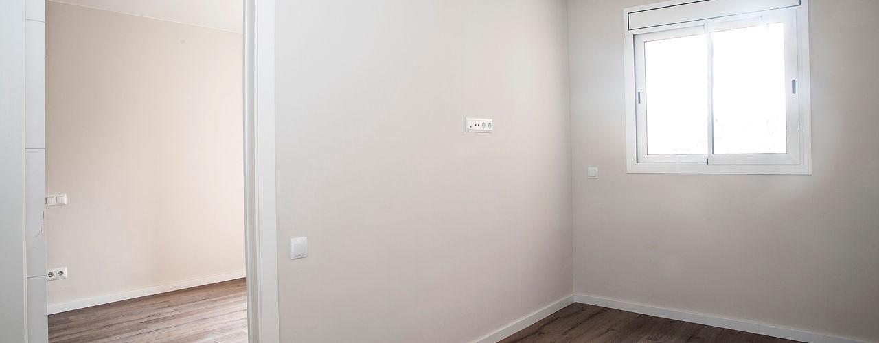 Grupo Inventia Modern style bedroom Concrete White