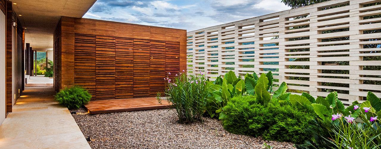 Arquitectura en Estudio Jardins modernos Madeira Efeito de madeira