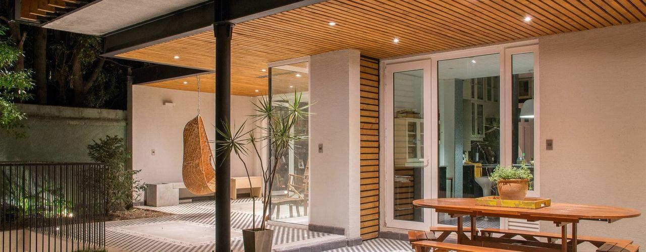 Thomas Löwenstein arquitecto Balkon, Beranda & Teras Modern Metal Wood effect